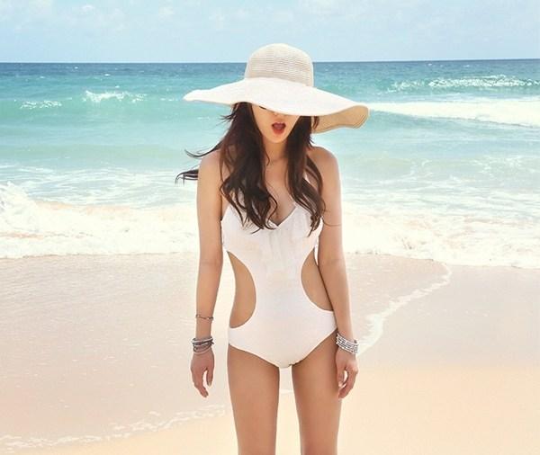 Mũ rộng vành phụ kiện đi biển không thể thiếu trong mùa hè