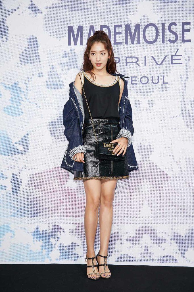 Park Shyn Hye nổi tiếng với trang phục màu da