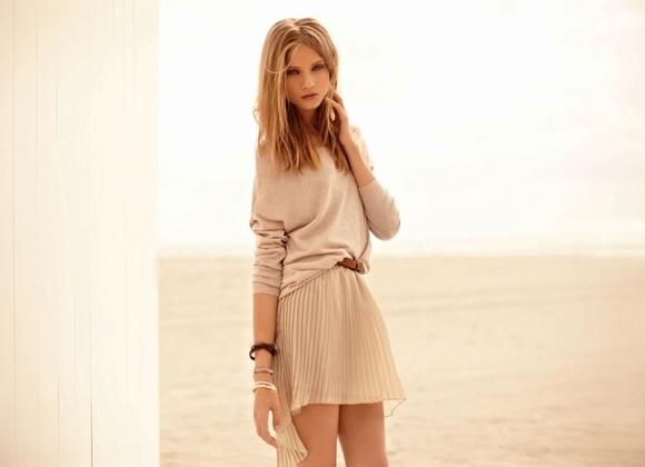 Những chiếc váy màu da sẽ khiến làn da của bạn trông sáng và tươi trẻ hơn