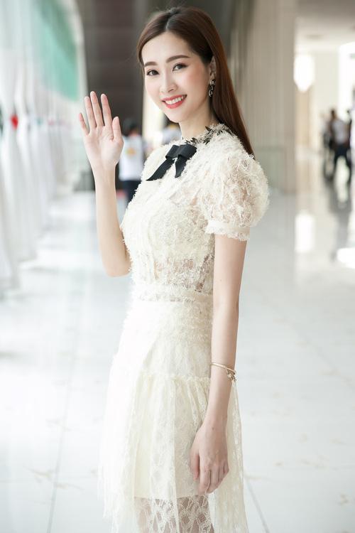váy ren, mặc đẹp, hoa hậu đặng thu thảo