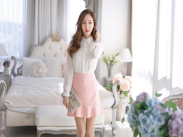 chân váy hồng kết hợp với áo màu gì?
