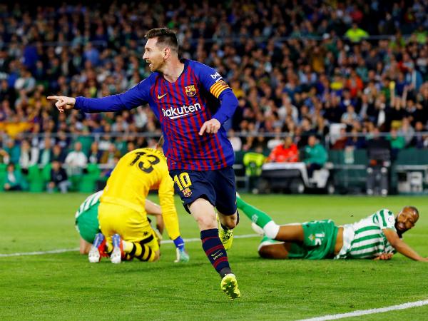Messi có hat-trick, Barcelona bỏ xa hai đội bóng thành Madrid