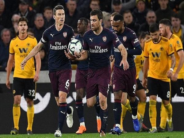 Arsenal chính thức bay khỏi top 4