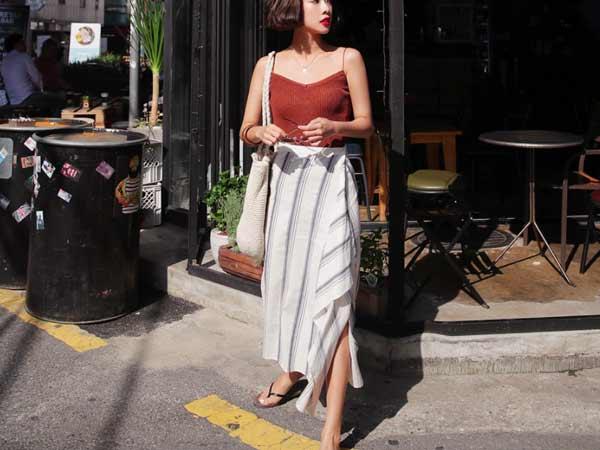Mix áo hai dây cùng chân váy lụa
