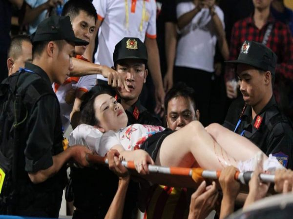 CĐV Nam Định bắn pháo sáng nhận án tù 4 năm