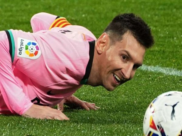 Bóng đá QT chiều 28/12: Messi dính chấn thương mắt cá