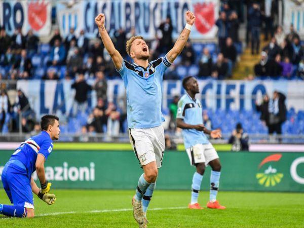 Tin bóng đá trưa 16/1: Lazio 3-0 Roma thành Rome chuyển màu xanh
