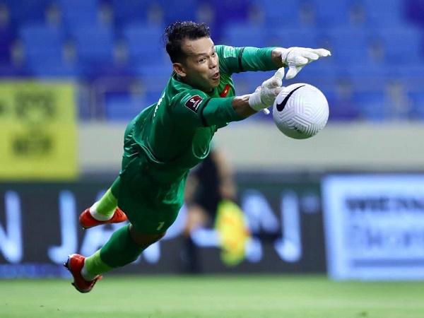 Bóng đá Việt Nam tối 16/6: Tấn Trường thay mặt ĐT Việt Nam xin lỗi vì để thua UAE